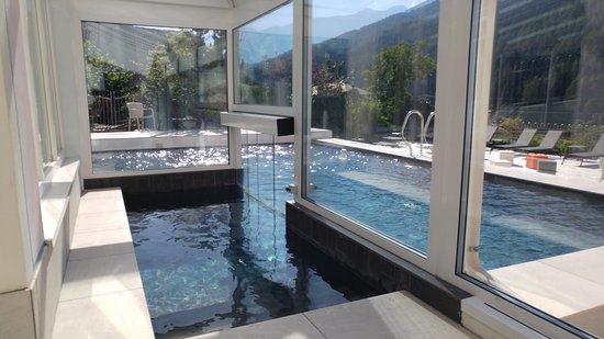 Passaggio da interno a piscina estrena picture of palace - Piscina da interno ...
