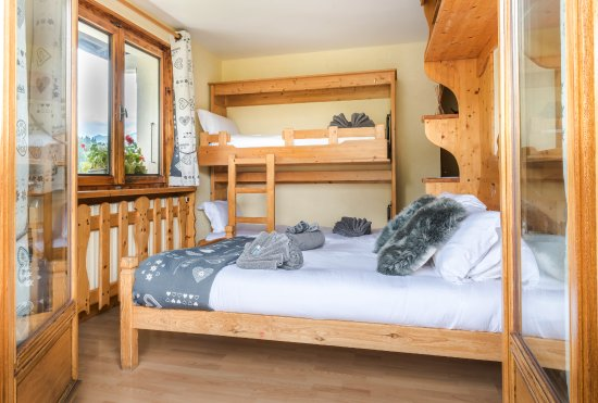 Chalet Bluebell Les Gets: Family Room, sleeps 4 with balcony