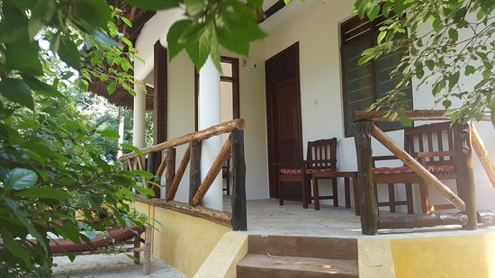 Mangrove Lodge: Front of bungalow