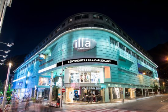 Illa Carlemany Shopping Center