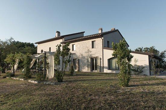 70bf1892c3ed7 Casale Valigi  Tradizionale casa rurale Umbra del 19esimo secolo  l antico  si fonde