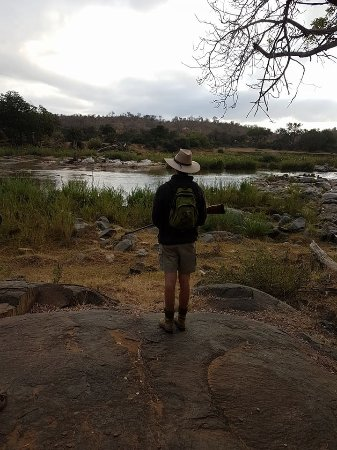Tremisana Game Lodge: Morning bush walk- our guide keeping watch