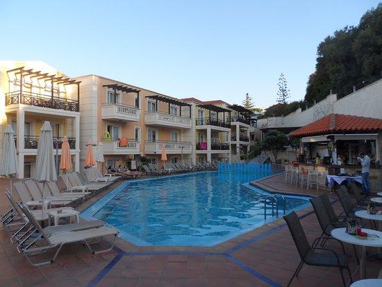 Porto Kalamaki Hotel Apartments Photo