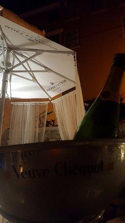 Valentino Cocktail & Champagene Bar: champagne