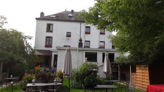 Sainte-Cecile, Belgium: hostellerie vue du jardin