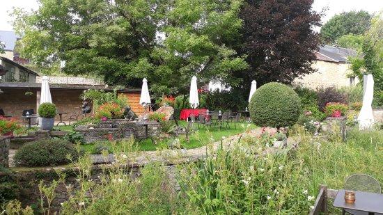 Sainte-Cecile, Belgium: superbe jardin jai adoré !