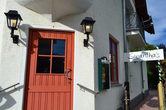 Diessen, Germany: Die 2 Eingänge (zum Restaurant & zum Garten)