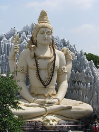 Shivoham Shiva Temple: The Shiv Mandir, located in the heart of Bangalore, is abode to a 65-feet-tall Shiva statue.