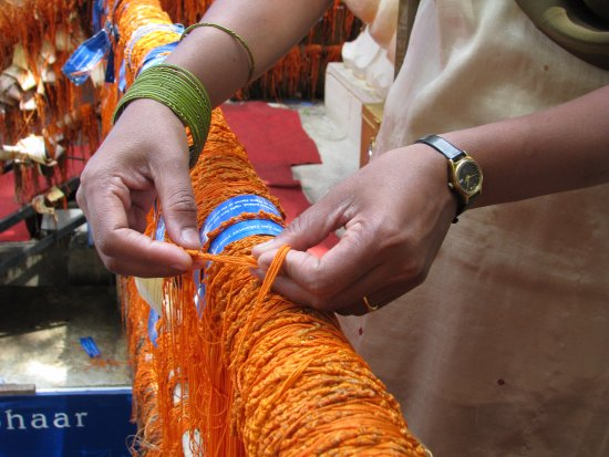 Shivoham Shiva Temple: While tying the saffron-colored holy thread, devotees share their problems with the Ganesha