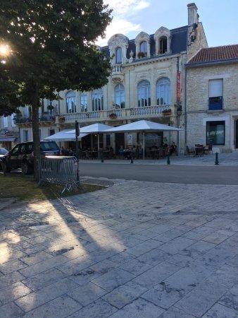 Le coq d 39 or hotel jonzac france voir les tarifs 28 for Prix des hotels en france
