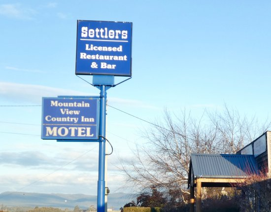 Mountain View Country Inn: An excellent restaurant is attached. Delicious food catering for dietary requirements