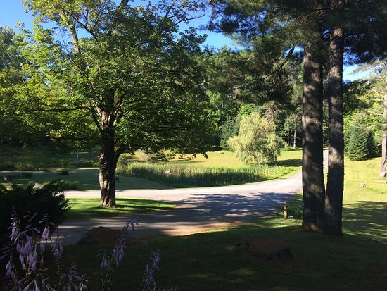 Adair Country Inn & Restaurant: A walk on the property...breathtaking!