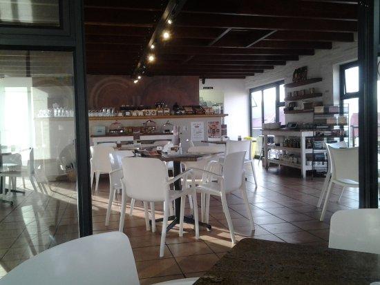 Caledon, Güney Afrika: Interior of cafe