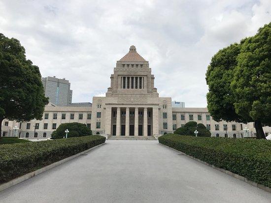National Diet Building: 国会議事堂の見学の最後は正門から出ます