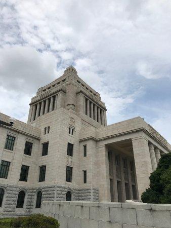 国会議事堂, この中に法隆寺の五重塔がすっぽり入るという