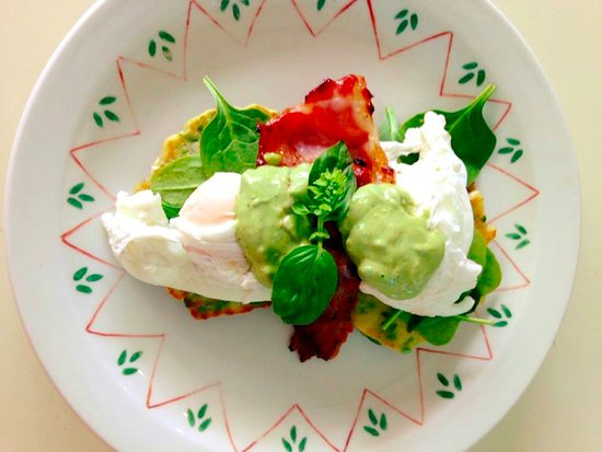 Delish Cafe: Perfect poached eggs