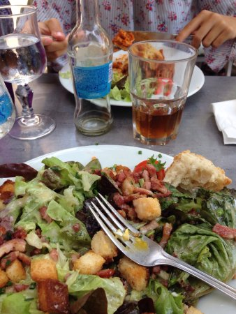 Restaurant cafe de la ficelle dans lyon avec cuisine for 2 filles en cuisine lyon