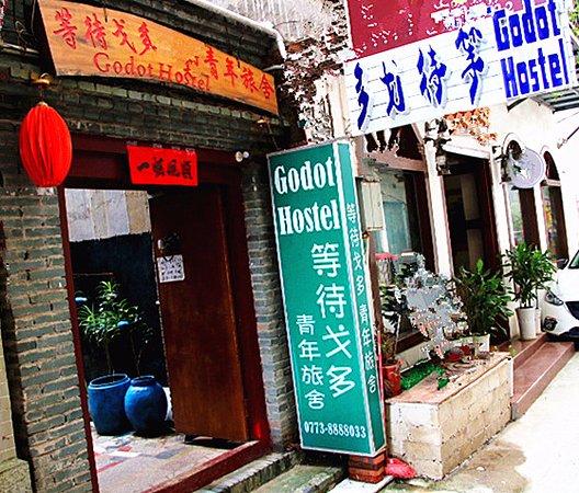 Yangshuo En Attendant Godot Hostel: 大门