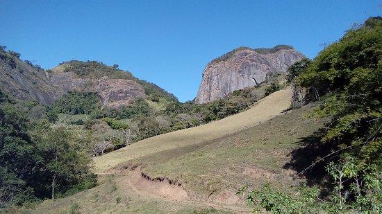 Goncalves, MG: Estrada do bairro Ribeirãozinho até a pedra da Divisa.