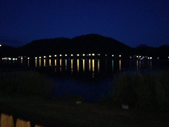 Klopeiner See: Una vista notturna del lago