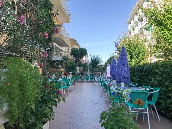Hotel Marconi: Petit déjeuner en terrasse