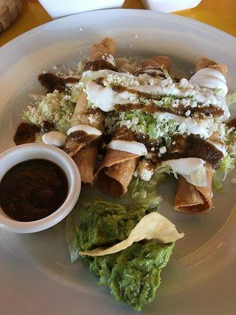 Guakamoles Mexican Grille & Cafe: Chicken Flautas