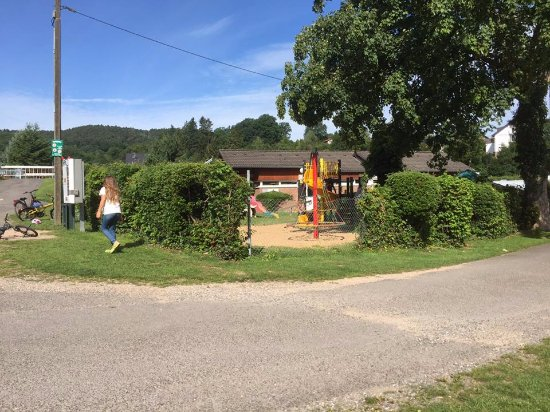Nideggen, Germany: Speeltuin naast het restaurant.