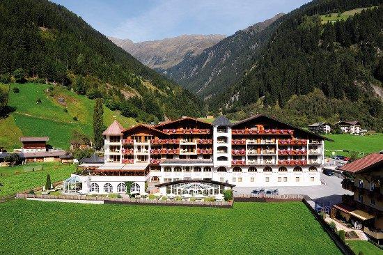 Wellness & Relax Hotel Milderer Hof: Aussenansicht Sommer