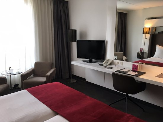WestCord Fashion Hotel Amsterdam: Good size room