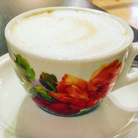 Delle Nazioni Hotel : 朝食時につくってもらったエスプレッソとカプチーノのカップ :)