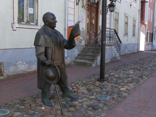 Sculpture of Johann Voldemar Jannsen: Das steht er, der Primarschullehrer