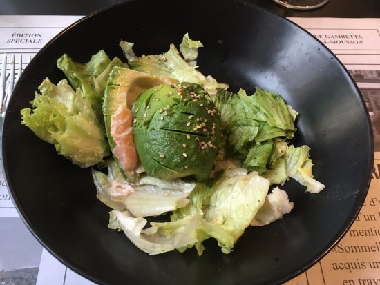 Chez Lulu: Avocado - salmon ''burger'' (salmon between two halves of avocado)