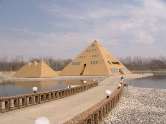 Lake County, IL: Gold Pyramid House