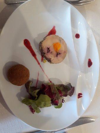 Violay, ฝรั่งเศส: Foie gras aux framboises et son cromesquis