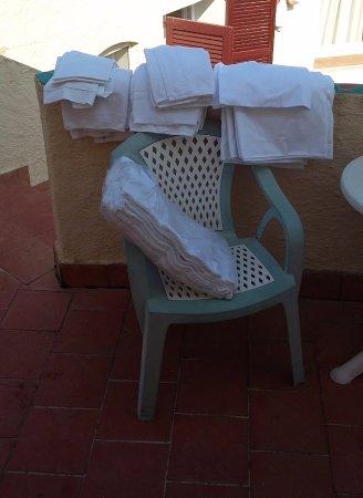 """Hotel Tre Botti: Asciugamani """"puliti"""" lasciati quasi per terra"""