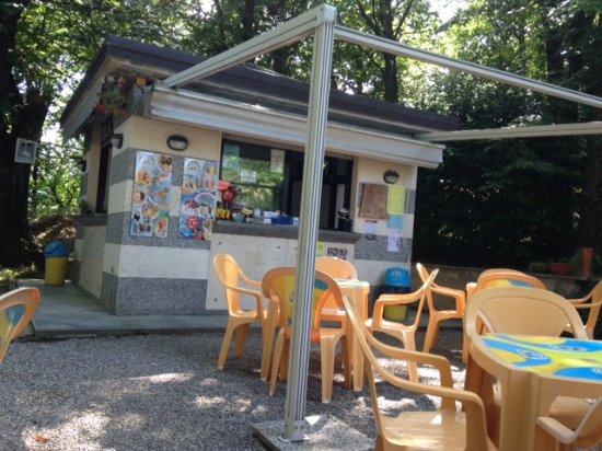 Madonna del Sasso, Italie : Small snack bar