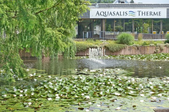 Bad Salzschlirf, Alemanha: Eingang der (dem Hotel gegenüber liegenden) Aquasalis-Therme