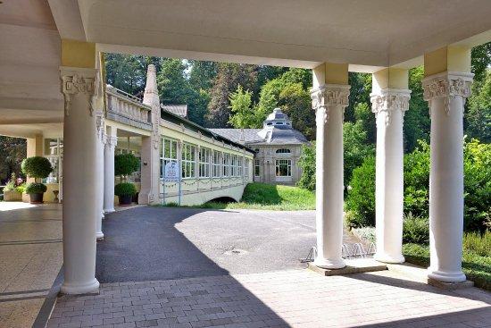Bad Salzschlirf, ألمانيا: Weg vom Badehof in den Kurpark