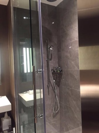 AC Hotel Raleigh North Hills: Amazing Shower With Waterfall Shower Head