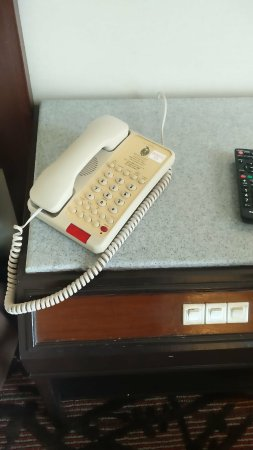 Hotel Istana: Phone 20yo