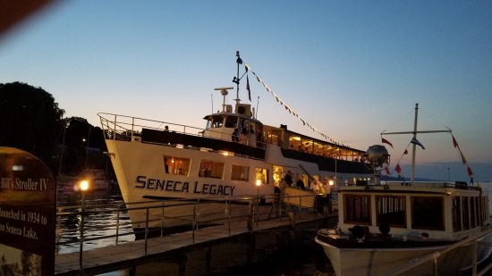 Captain Bill's Seneca Lake: Sunday night dinner cruise