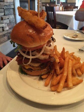 Vonore, TN: Burger Night at the Bay Bistro