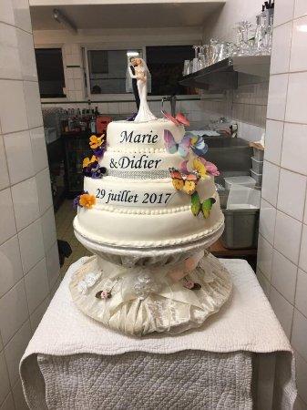 Mauvezin, Prancis: Notre magnifique gâteau des mariés