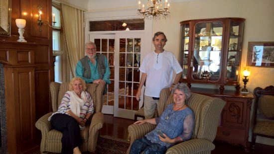 Gite Loiselle B&B: After breakfast, in the parlor area, adjoining the breakfast area