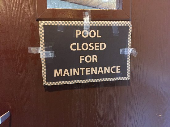 Ramada Elizabethtown: Sign was up when we got there, then they allowed people to swim.  There again when we left.