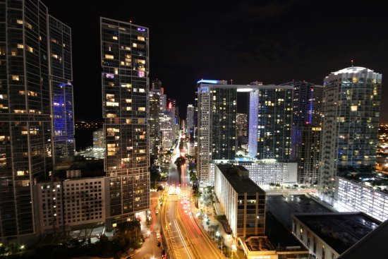 Kimpton EPIC Hotel: Nighttime cityscape from 2911