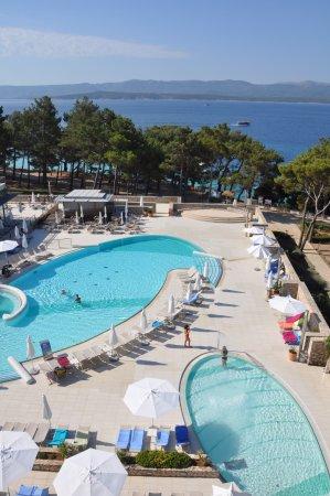 Bluesun Hotel Elaphusa: Swimmingpool Bereich des Hotels