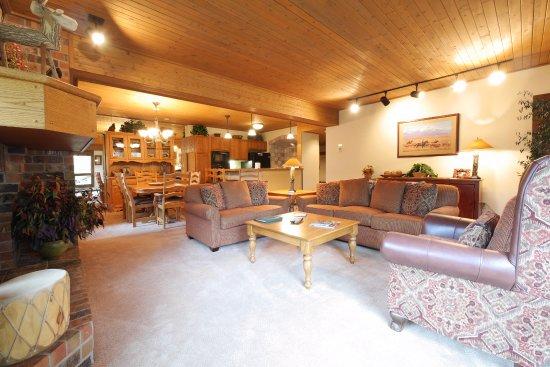 Dulany at the Gondola Condominiums: Dulany 306 Living Room