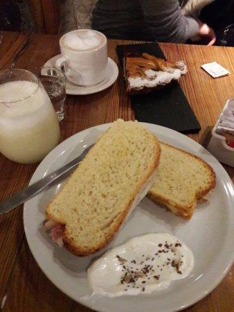 Cundeamor: Limonada con Sándwich de Jamon Crudo exquisitos