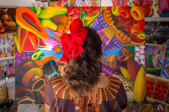 """San Juan la Laguna, Guatemala: Galería de arte """"Ventanas del lago""""."""